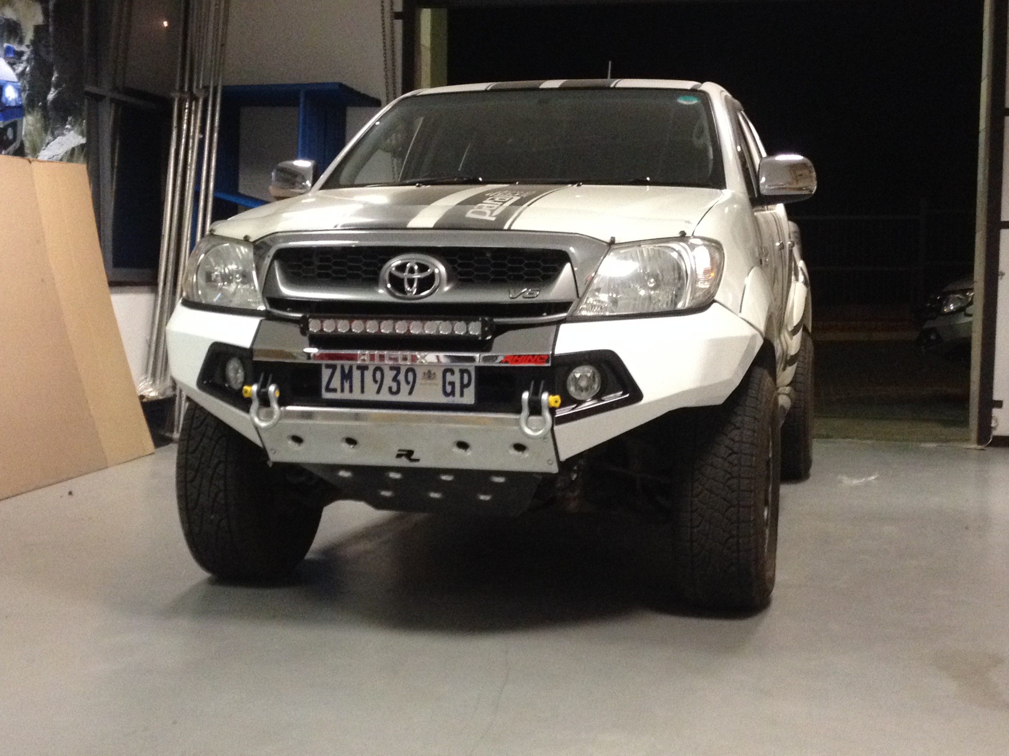 Rhino Front Bumper Toyota Hilux 2005 2011